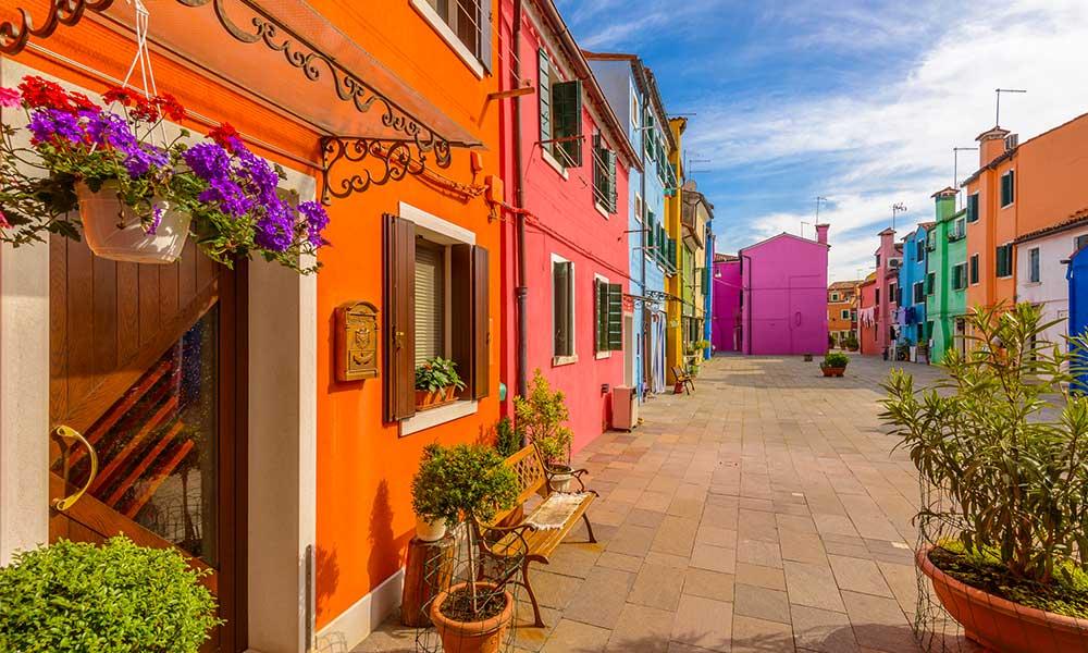 À la découverte de villes hautes en couleur
